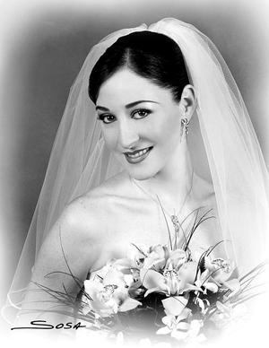 C.P. Virginia Ibargüengoytia García, el día de su boda con el C.P. Gerardo Murra Rebollo. <p> <i>Estudio: Sosa</i>