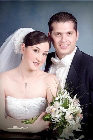 C.P.Gerardo Murra Rebollo y C.P. Virginia Ibargüengoytia García recibieron la bendición nupcial el sábado 21 de mayo de 2005. <p> <i>Estudio: Sosa</i>