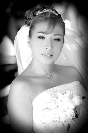 Lic. Nuria Monserrat Cárdenas del Valle, el día de su enlace matrimonial con el Lic. Andrés Gerardo Fernández Ceniceros.<p> <i>Estudio: Maqueda</i>