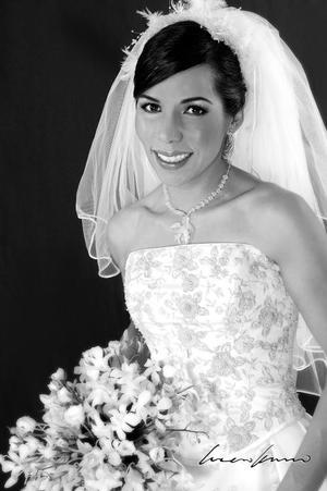Srita. Perla M. Matías Carrillo, el día de su enlace matrimonial con el Sr. Ignacio A. Salcido Esparza. <p> <i>Estudio: Lucero Kanno</i>