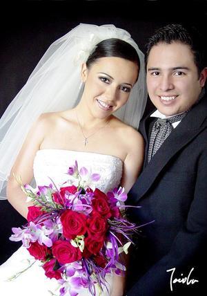 Lic. José Luis Trasfí Castro y Lic. Marcela Sánchez Pámanes recibieron la bendición nupcial el sábado 21 de mayo de 2005
