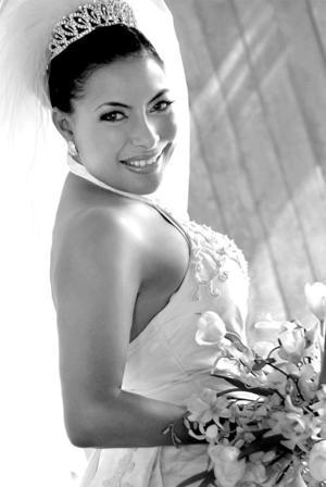 Srita Gabriela del Rosario Hernández Moreno unió su vida en el sacramento del matrimonio a la del Sr.Ángel Anthony Aranda.  <p> <i>Estudio: Laura Grageda</i>