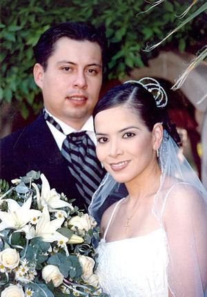 Sr. Juan Pedro Ayala Morales y Srita. Alicia Margarita Quiñones Escudero contrajerón matrimonio religioso el sábado 21 de mayo de 2005.