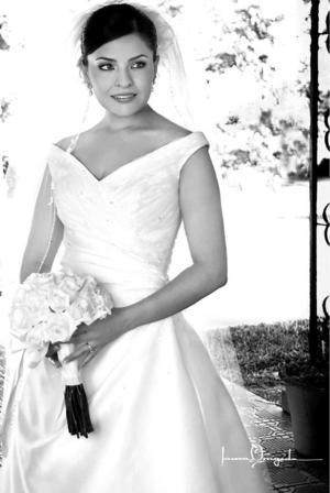 Srita. Lizy Galiano Atilano, el día de su boda con el Sr. Luis Felipe González Muñoz. <p> <i>Estudio: Laura Grageda</i>