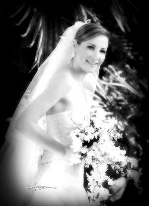 Srita. Claudia Rosas Martín, el día de su enlace matrimonial con el Sr. Luis Guillermo Arratia Abularach.  <p> <i>Estudio: Maqueda</i>