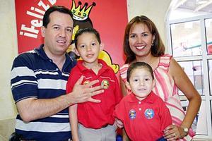 Héctor Andrés y Luis Fernando García Alanís celebraron sus respectivos cumpleaños con una divertida reunión que les organizaron sus papás, Héctor Raúl García Soto y Claudia Alanís Ramírez.