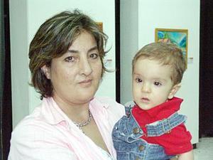 Liliana De Marín con su pequeño Jean Philippe Marín Lack.
