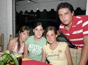 Luisa Parra, Sofía Dueñes, Paulina Martínez y Gerardo Medinaveitia.