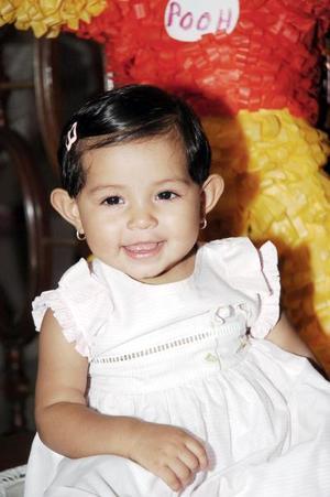 Rebeca Téllez Herver festejó su primer año de vida, con una, merienda que le prepararon sus papás, Javier y Ruth Téllez.