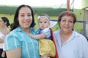 Silvia, Corina y Sofía Márquez Garza.