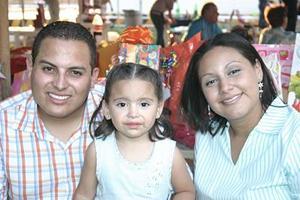 La pequeña Cecilia Alejandra García Orozco celebró su cuempleaños con sus papás.