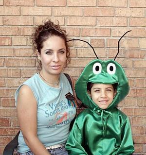 <b>17 de julio 2005</b><p> Perla Vargas Padilla junto a su hijo, Flavio César Vargas Padilla.