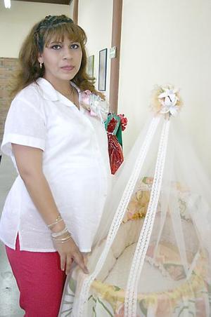 Por el próximo nacimiento de su primer bebé, Minerva del Carmen Mijares de de Anda fue festejada por sus familiares con un alegre convivio.