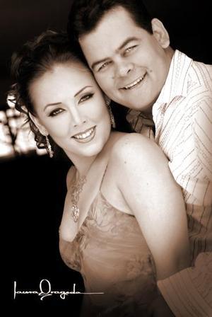 Lic. Juan Carlos Martínez Rivas e Ing. Jenny Robles Aznar efectauaron su presentación religiosa el sábado dos de julio de 2005.