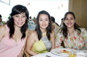 <b>18 de julio 2005</b><p> Sarahí Fahur, Lilia de Serna y Sofía Flores.