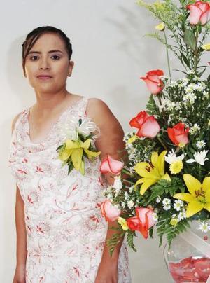 Nora Alicia Ramos Robles disfrutó de una despedida, que le organizaron sus familiares por su futura boda con Ricardo Montoya Murga.