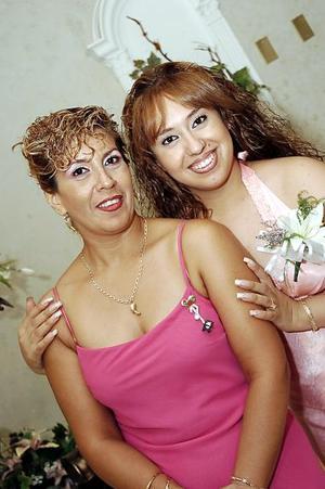 Nuria Rebeca Ramos Jiménez contraerá matrimonio en breve con Juan Manuel Lino Ramírez, motivo por el cual su mamá Rebeca Jiménez le organizó una despedida de soltera.