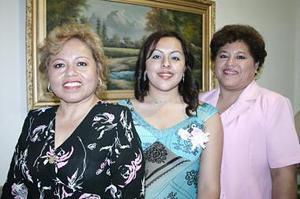 Olga Lidia Arroyo de Castro y María Teresa Arroyo de Reyes le ofrecieron una despedida a Olga Lidia Castro Arroyo, por su cercana boda.
