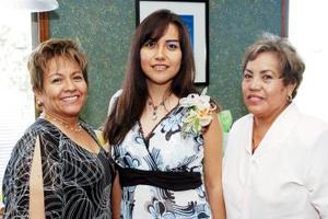 <b>19 de julio 2005</b><p>  Perla Ibet Trejo López disfrutó de una despedida de soltera que le organizaron su mamá y su futura suegra, por su próxima boda con Jesús Guerrero Lobato.
