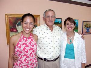 Annie Abraham, Guillermo Abraham y Elizabeth Treviño de Abraham.
