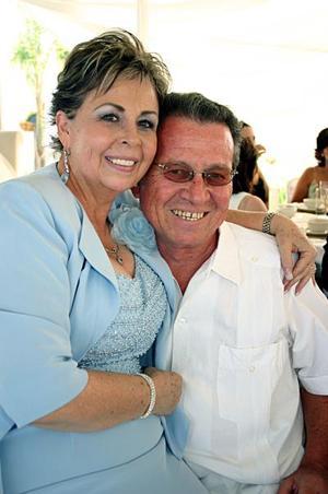 Leticia de Oviedo y Ernesto Oviedo Chapoy.