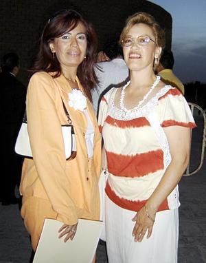 Mary Carmen Flores y Carmen Cortés.