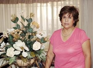 <b>18 de julio 2005</b><p>  Luzma de Sarmiento recibió múltiple felicitaciones con motivo de su cumpleaños, en el festejo que le organizó un grupo de amigas.