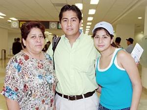 Guillermo Vitela, Jacobed y Rocío Vera, viajaron a Mazatlán.