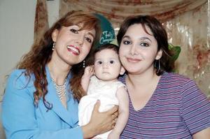 Elizabeth Elías Páez con su hija Elizabeth Rivas y su nieta Karlita Franco en reciente convivio.