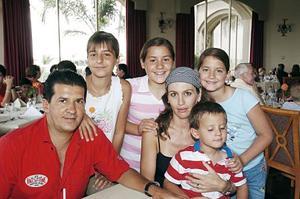 César Marcos, Vero Jaidar, Victoria, Vero, Vivi y Anuar Marcos Jaidar.