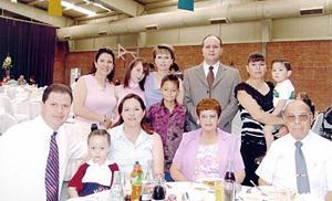 Familias Conte Villanueva, Villanueva González, Villanueva de Luna, y Ortiz Villanueva en pasado acontecimiento.