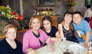 Haydeé Weinstein viuda de Bercovich, María Eugenia Bercovich, Nicole Bercovich, Mariela de Bercovich y Nicolás Bercovich.