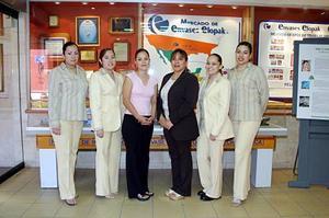 Dalila Aguilar, Alma Cervantes, Gloria Márquez, Miriam García, Irma Dávila y Rosa Isabel Uribe, secretarias de conocida empresa que elabora envases en Gómez Palacio.
