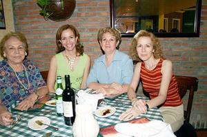 Patricia, Martha, Clarisa y María de Jesús, en una amena charla.