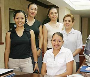 <b>20 de julio 2005</b><p>  Secretarias de conocido despacho de abogados, ellas son, Mayra Ruvalcaba, Georgina Treviño, Carmen María Chihuahua, Cristina Celis e Isabel Hernández.