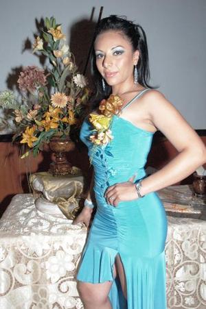 <b>20 de julio 2005</b><p>  Janine Servín de Terán, captada en su primera despedida de soltera.