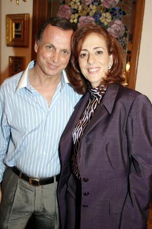 Jacobo ZXarzar y Linda Zarzar.