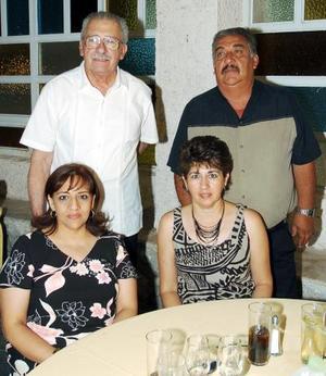 <b>20 de julio 2005</b><p>  Rodolfo Ayup, Verónica S. de Ayup, Daniel Garibay y Silvia A. de Garybay.