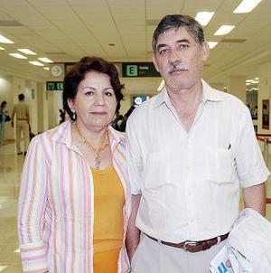 Carlos Villarreal y Evangelina Acevedo viajaron con destino a Ixtapan.