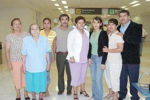 Manuel Corona viajó a los Ángeles y fue despedido por la familia Rangel Corona.