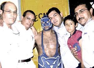 <b>21 de julio 2005</b><p> Ricardo, José Luis, Luis, Christian y Gerardo acompañados de Blue Panther.