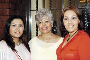 Refugio de Cázares fue festejada por su cumpleaños, con una reunión organizada por sus hijas Marlene y Gabriela Cázares Muñoz.