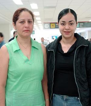 Brenda Mendoza viajó a Ciudad del Carmen, Campeche y la despdidió Gaby Núñez.
