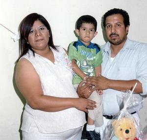 <b>23 de julio 2005</b><p> Nancy Vanessa Galván Cruz y Agustín García Charles con su hijo Jair Antonio García Galván.