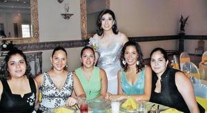 Bonny Garza, Mónica de Borgetti, Renata Garza, Lorena de Humphrey y Valeria de Hernández acompañaron a Julia Miriam.