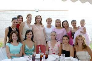 Lorena, Mary Carmen, Ana Lucía, Raquel, Marcela, Pilar, Raquel, Mónica, Malena, Yeny, Sofía, Norma y Regina asistieron  a la fiesta de canastilla de Ana Cristina Lavín de Herrera.