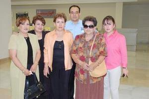 María Teresa Méndez, viajó a California y la despidió la familia Méndez González.