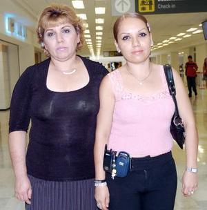 <b>26 de julio 2005</b><p>  Tere Santillán y Éricka Madrid, viajaron con destino a Tijuana.