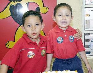 Héctor Andrés y Luis Fernando García Alanís festejaron recientemente sus cumpleaños, con una divertida piñata que les organizaron sus papás.