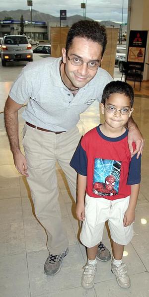 Jorge Cravioto Batarse con su hijo Jorge Cravioto Cepeda.